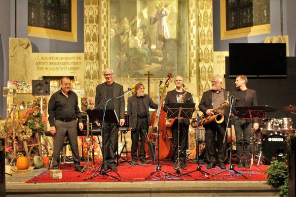 7.Oktober 2018 Konzert in Zwickau mit Michael Arnold, Tenorsaxofon (3.v.r.), und am Schlagzeug Ralf Schneider (r.) Foto: Christoph Brunner